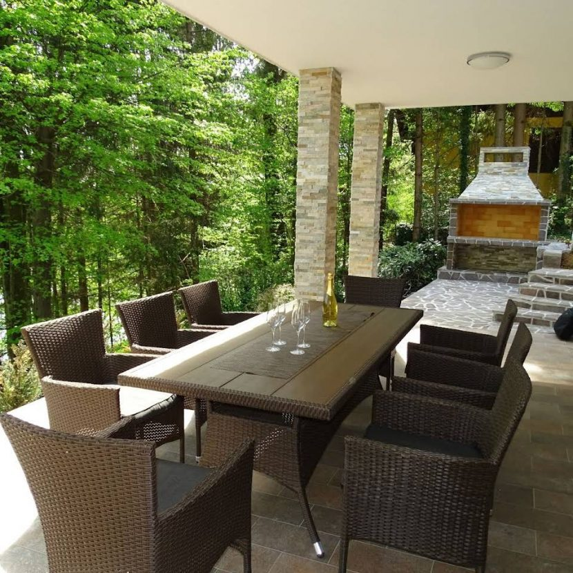 terrace with a barbecue by the Fly fishing lodge